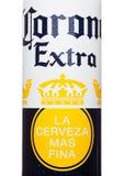 LONDEN, HET VERENIGD KONINKRIJK - JUNI 22, 2017: Aluminiumfles van Corona Extra Beer op wit Populairste ingevoerd bier in de V.S. Stock Foto's