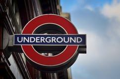 LONDEN, HET VERENIGD KONINKRIJK - 21 NOV.: Tekst Undeground in het centrum o stock fotografie