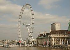 Londen, het Wiel van het Millennium en Theems Royalty-vrije Stock Foto's