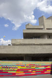 LONDEN - JUNI 21 Buildi van het brutalist concrete Nationale Theater Stock Fotografie