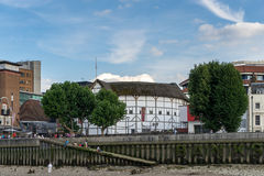 LONDEN - JUNI 25: The Globe-theater in Londen op 25 Juni, 2014 Stock Foto