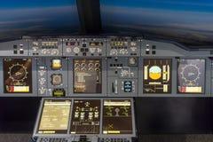 LONDEN - JUNI 25: Luchtbus a-380-800 vluchtsimulator in Londen o Royalty-vrije Stock Afbeeldingen