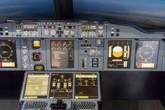LONDEN - JUNI 25: Luchtbus a-380-800 vluchtsimulator in Londen o Royalty-vrije Stock Fotografie