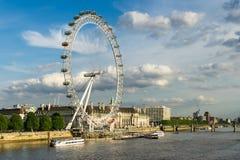 LONDEN - JUNI 25: Mening van het Oog van Londen in Londen op 25 Juni, Royalty-vrije Stock Foto's