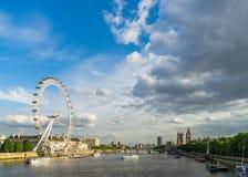 LONDEN - JUNI 25: Mening van het Oog van Londen in Londen op 25 Juni, Stock Foto's
