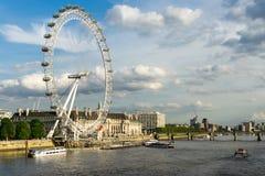 LONDEN - JUNI 25: Mening van het Oog van Londen in Londen op 25 Juni, Stock Afbeeldingen