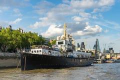 LONDEN - JUNI 25: Rivierbar op de Theems in Londen op 25 Juni, Royalty-vrije Stock Afbeelding