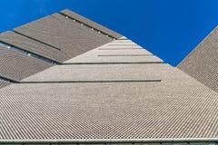 Londen - Maart 30: Sluit omhoog van Tate Modern Gallery die op 30 Maart, 2017 voortbouwen Stock Afbeeldingen