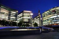 Londen met moderne bureaus, Engeland royalty-vrije stock afbeeldingen