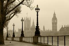 Londen in mist Stock Foto's
