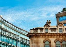 Londen modern versus de wijnoogst van Londen Stock Afbeelding