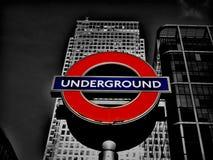 Londen ondergronds bij Kanarie Warf Stock Afbeeldingen