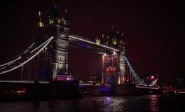 Londen 's nachts, gang in Theems royalty-vrije stock afbeeldingen