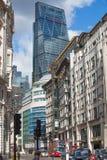 LONDEN, Stad van de straat van Londen met wolkenkrabbermening Stock Fotografie
