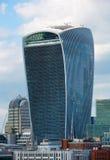 LONDEN, Stad van de straat van Londen met wolkenkrabbermening Stock Afbeelding