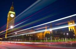 Londen steekt het Lichte Concept van de Verkeersnacht aan Royalty-vrije Stock Foto's
