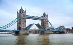 Londen, Torenbrug en Rivier Theems Stock Fotografie
