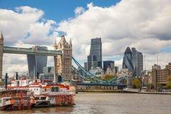 Londen, Torenbrug, stad van Londen en Rivier Theems Royalty-vrije Stock Foto's