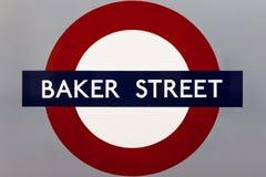 """LONDON †""""AUGUSTI 6: Tecken för underjordisk station för Notting Hill port Fotografering för Bildbyråer"""