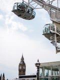 London öga och den mest berömda gränsmärket Big Ben Royaltyfria Bilder