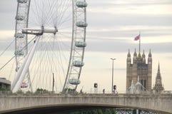 London öga och Westminster abbotskloster Royaltyfria Foton