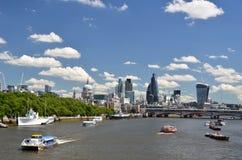 London över Thames River royaltyfri fotografi