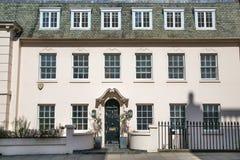 london Великобритания Жилая ария Belgravia Роскошное свойство в центре Лондона Строка периодических зданий стоковое изображение rf