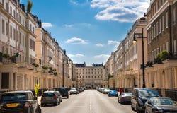 london Великобритания Жилая ария Belgravia Роскошное свойство в центре Лондона Строка периодических зданий стоковые изображения rf
