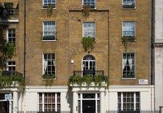 london Великобритания Жилая ария Belgravia Роскошное свойство в центре Лондона Строка периодических зданий стоковые изображения