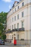 london Великобритания Жилая ария Belgravia Роскошное свойство в центре Лондона Строка периодических зданий стоковое фото rf