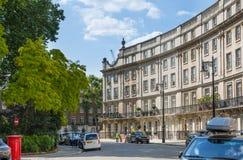 london Великобритания Жилая ария Belgravia Роскошное свойство в центре Лондона Строка периодических зданий стоковые фотографии rf