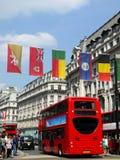 London 2012: Markierungsfahnen in der Oxford-Straße Lizenzfreie Stockbilder