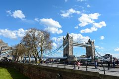 LONDON - April 12,2016: London-Turm-Brücke Stockfotografie