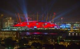 London arena under ljust utföra Staden tänder bakgrund Royaltyfria Bilder
