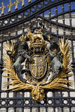 London - arms from Buckingham palace - gate Stock Photography