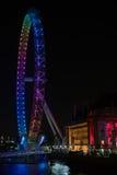London-Auge, beleuchtet in den Partyfarben auf Wahlnacht Stockfotografie