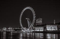 London-Auge bis zum Nacht lizenzfreie stockfotos