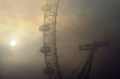 London-Auge im Nebel Stockfoto