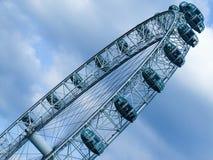 London-Auge mit Himmel in der diagonalen Zusammensetzung Lizenzfreie Stockbilder