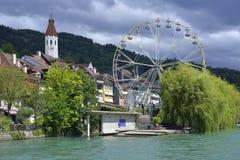 London-Augenreplik und Mitte Aare Flussüberquerung von Thun-Stadt von der Schweiz Stockbild