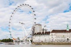 LONDON - AUGUSTI 19, 2017: London öga eller milleniumhjul på söder Royaltyfria Bilder
