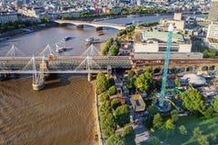 LONDON - AUGUSTI 19, 2017: Cityscapesikt från det London ögat Arkivbilder