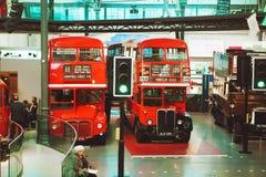 LONDON - AUGUSTI 22, 2017: Gamla bussar för dubbel däckare i London Tran arkivbilder
