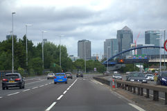 London-Autobahn A2 und Canary Wharf Lizenzfreies Stockbild