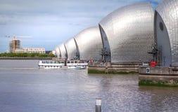 London barriär på flodThemsensikten Arkivbilder
