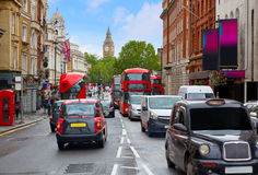 London Big Ben vom Trafalgar-Platz-Verkehr stockfotos