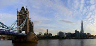 London-Brücke über die Themse-Panorama Stockbild