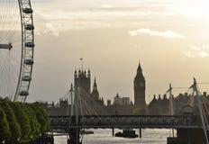 London Britannien. FlodThemsen och hus av parlamentet Royaltyfria Bilder