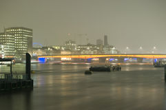 London bro på natten Arkivbilder