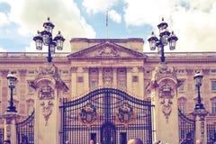 London, Buckingham Palace den officiella uppehållet av drottningen Elizabeth II och en av den viktiga turisten dest royaltyfri fotografi